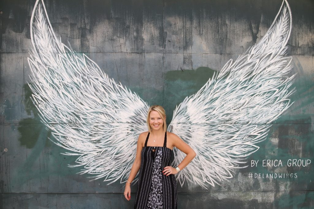 os-painting-of-giant-wings-makes-deland-an-instagram-icon-20160804